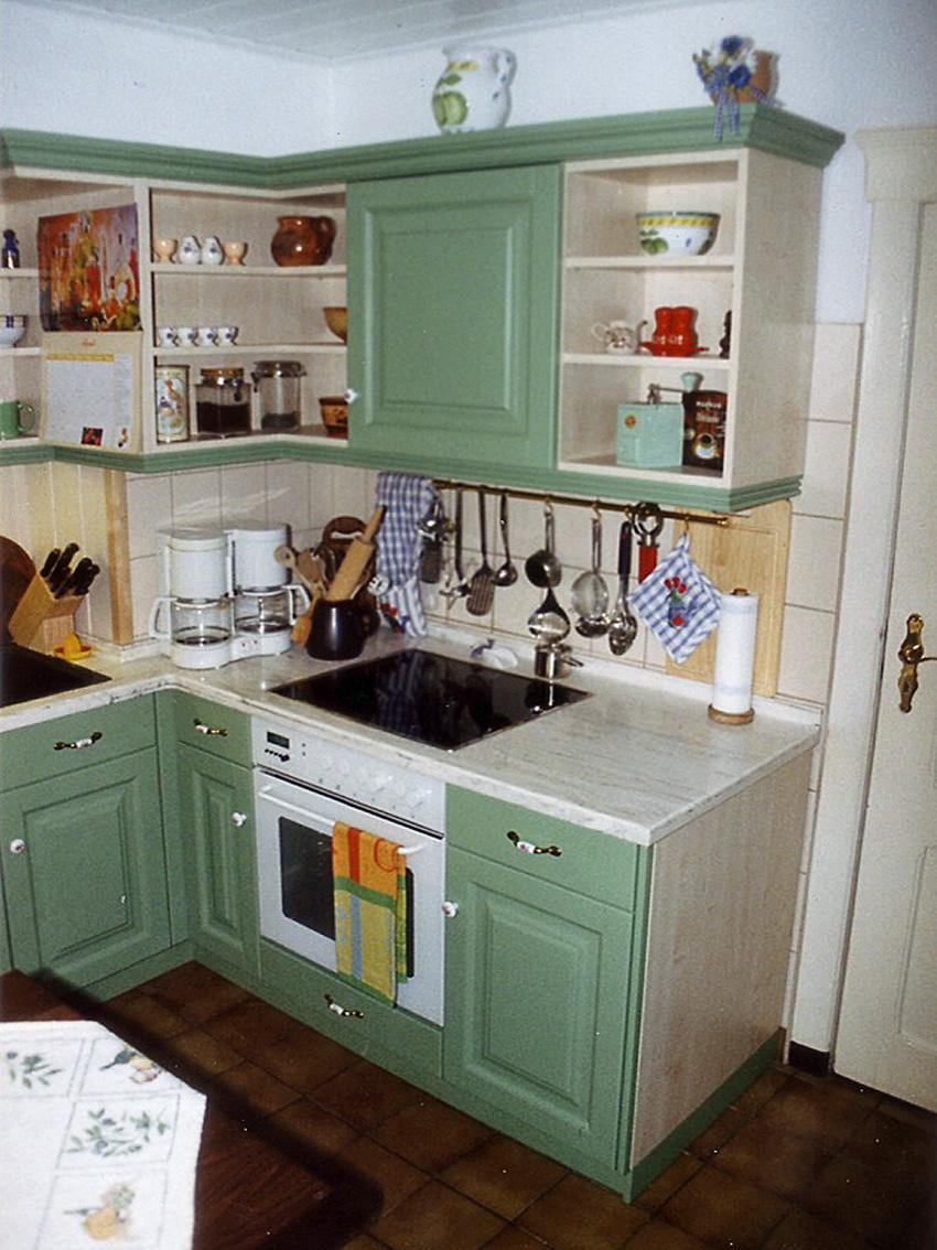 Küchenschrank-Eckteil imit Herd und Regal