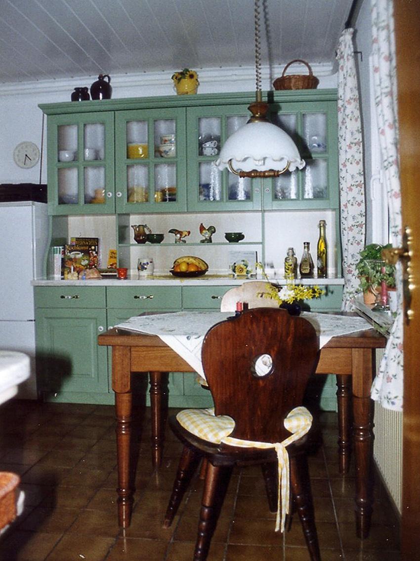 Küchenschrank Stühle Küchentisch