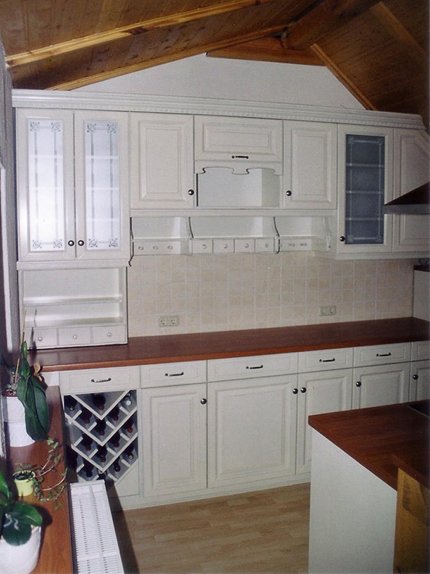 Küchenschrank mit Weinregal