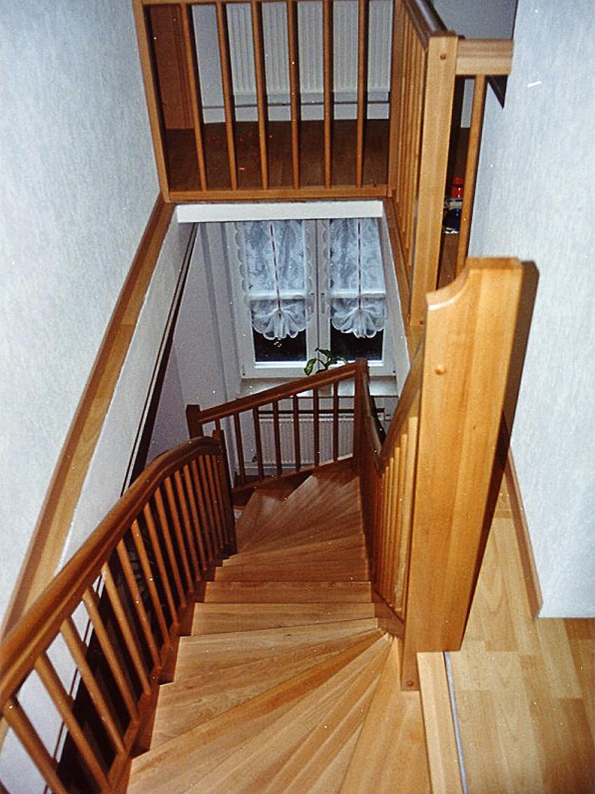 S-Treppe aus Buche