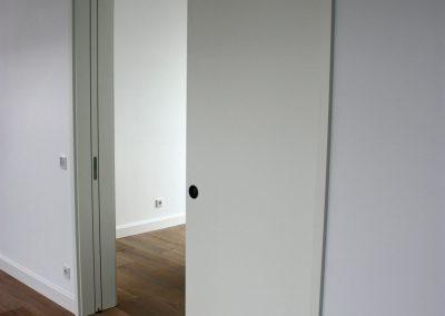 2 flügelige Schiebetür - in der Wand laufend mit Türfutter in Weißlack Nr2