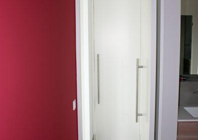 Pendeltür in Weißlack - Stoßgriff Edelstahl Nr2